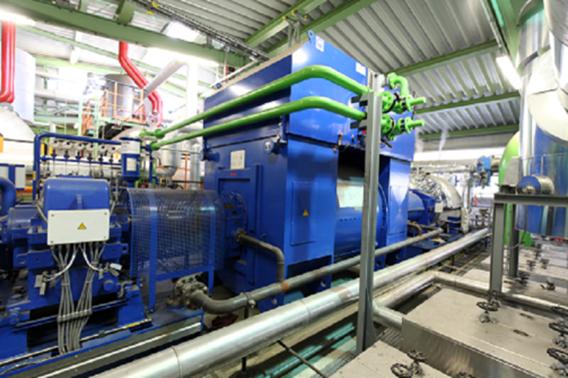 Die zweistufige Kondensationsturbinenanlage misst und reguliert die Abwärme vollautomatisch